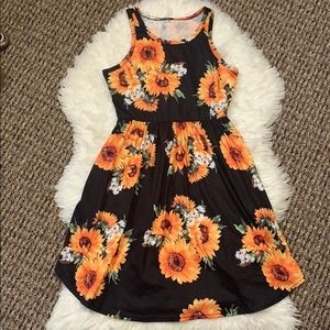Dresses & Skirts - NWOT sunflower dress